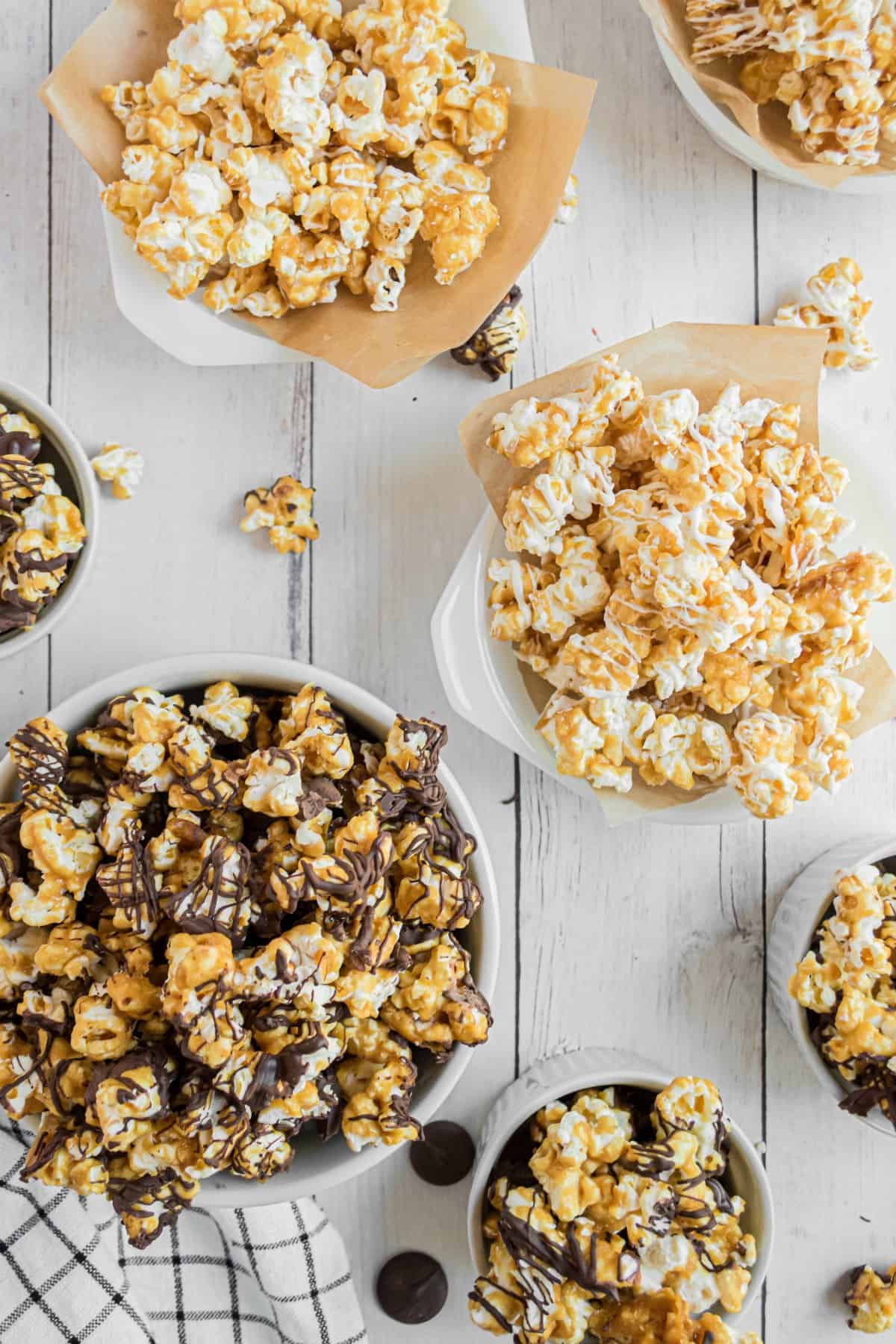 White and dark chocolate covered caramel corn in bowls.
