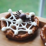 Pretzels with white chocolate spider webs. Perfect for Halloween parties!