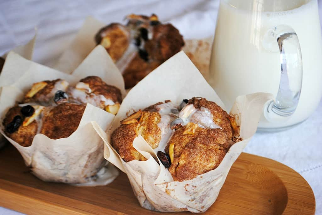 Cobblestone Muffins: copycat Panera apple, cinnamon, raisin muffins. DELISH.