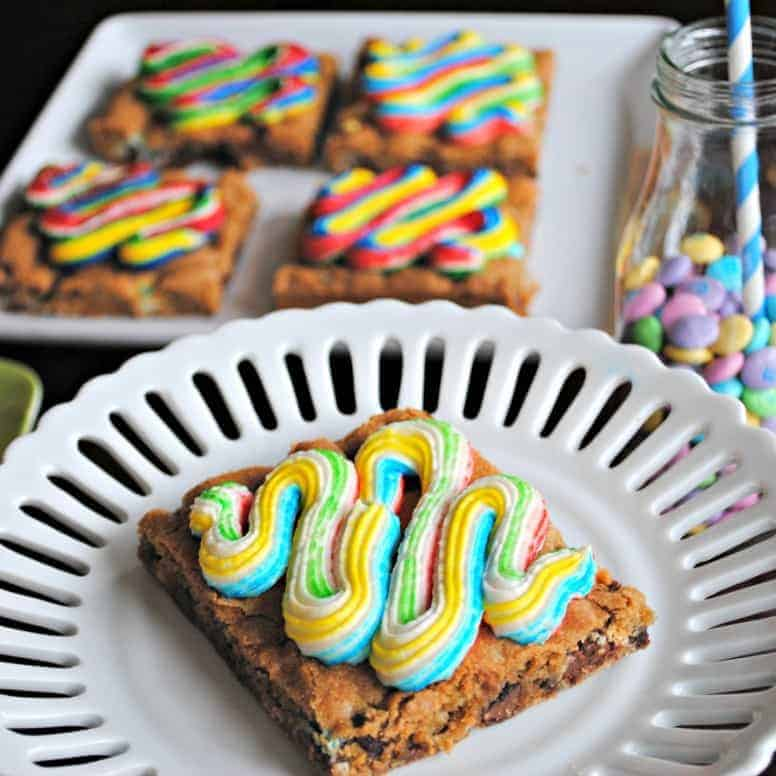 Rainbow Cookie Bars: delicious chocolate chip cookie bars topped with a rainbow buttercream (tutorial)
