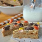 Peanut Butter Cookie Bars- triple layer #peanutbutter bars with Reese