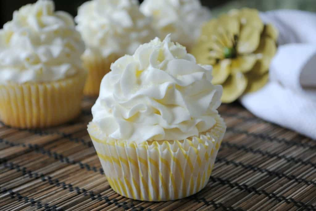 Cupcake Decorating Ideas Butter Icing : Lemon Cupcake with Lemon Buttercream - Shugary Sweets