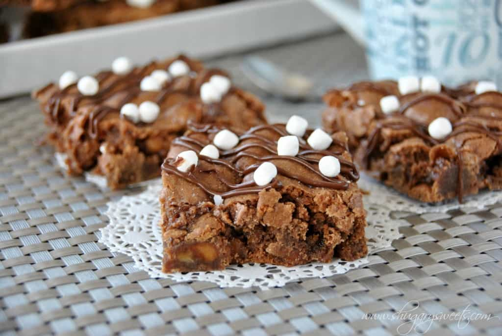 Salted Caramel Hot Cocoa Bars- rich and chewy fudge brownies filled with caramel, chocolate and marshmallows. #saltedcaramel #hotchocolate www.shugarysweets.com