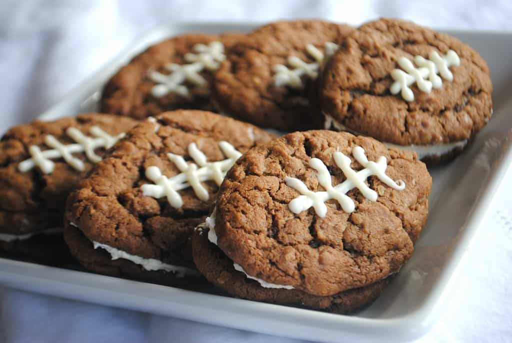 Chocolate Oatmeal cream Pies for #gameday from www.shugarysweets.com