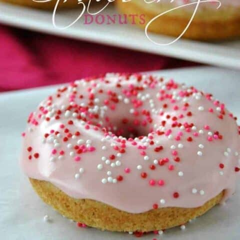Vanilla Bean Strawberry Glazed Donuts: baked donuts that are ready in under 30 minutes #copycat dunkin donuts #strawberry @shugarysweets