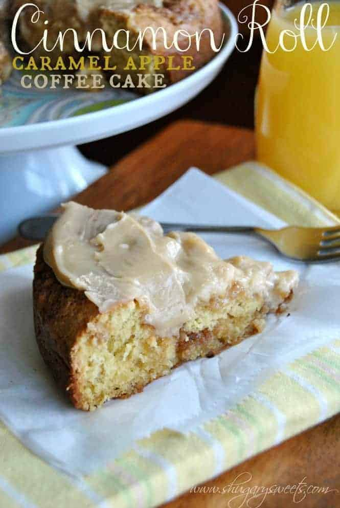 Caramel Apple Cinnamon Roll Coffee Cake: this delicious breakfast cake combines all your favorites #cinnamonroll #caramelapple www.shugarysweets.com