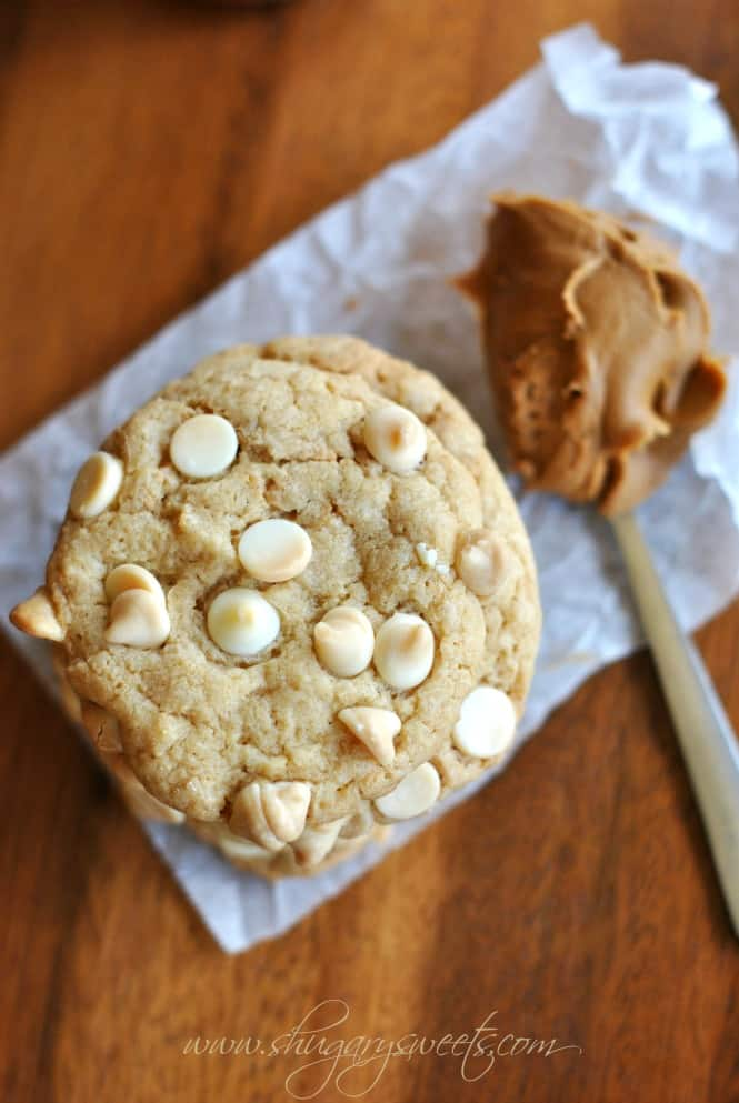 """Biscoff White Chocolate Cookies: soft and chewy cookies with homemade Biscoff """"morsels"""" #cookierecipe #biscoff @shugarysweets"""