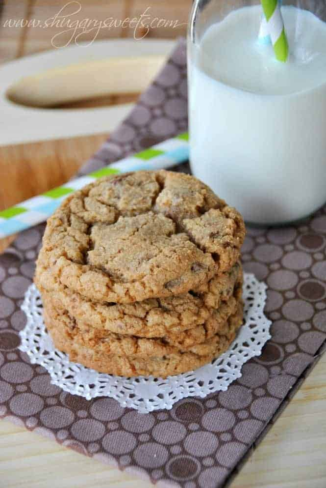 Maple Toffee Cookies: delicious, soft maple cookies with #milkchocolate and #toffee bits @shugarysweets