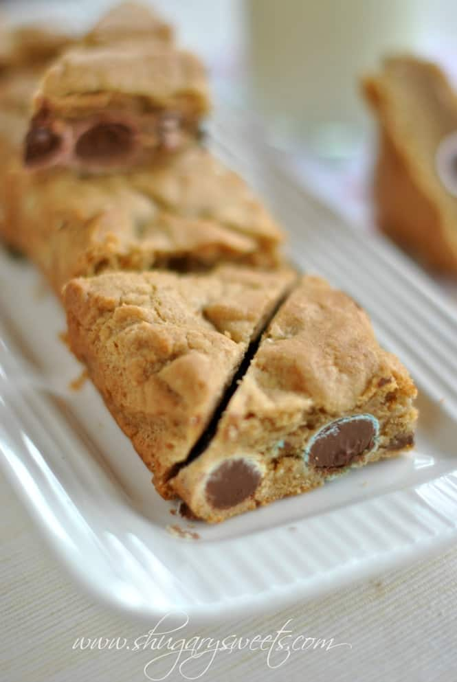 Spring Blondie Bars: delicious chewy blondies with #hershey chocolate eggs #spring #Easter www.shugarysweets.com