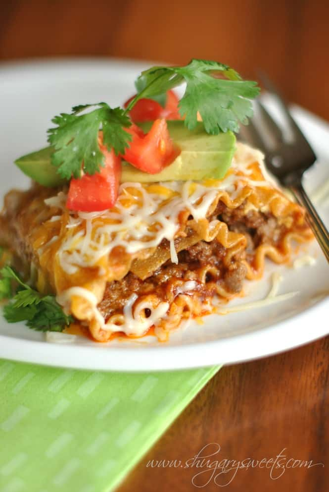 Enchilada Beef Rollups: a delicious dinner that pleases the pasta lovers and mexican food lovers! #cincodemayo @shugarysweets