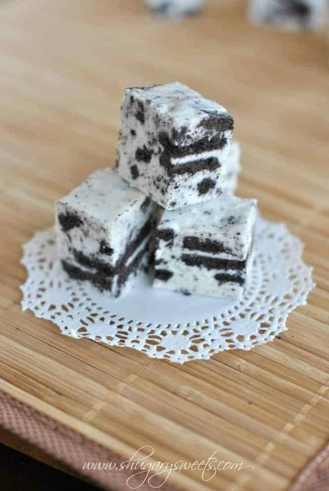 Cookies and Cream Fudge from @shugarysweets
