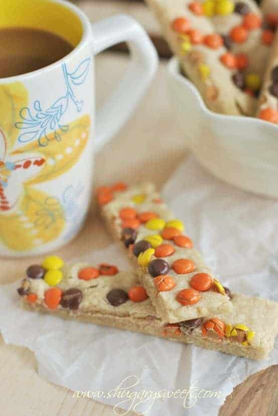 Peanut Butter Reese's Pieces Shortbread Bars: delicious, easy melt in your mouth shortbread!