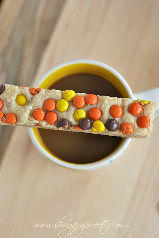 Peanut Butter Reese's Pieces Shortbread Bars: delicious, easy melt in your mouth shortbread! #reeses #peanutbutter @shugarysweets