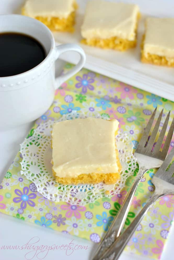 Gooey Lemon Cake Bars: easy lemon bar recipe using a cake mix and a cheesecake topping. EASY too!
