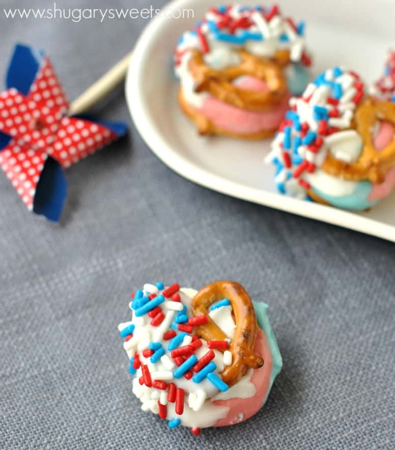 Red White and Blue Pretzel Candy made with #DuncanHines flavor packets in Cotton Candy and Bubble Gum. Delicious and Easy!