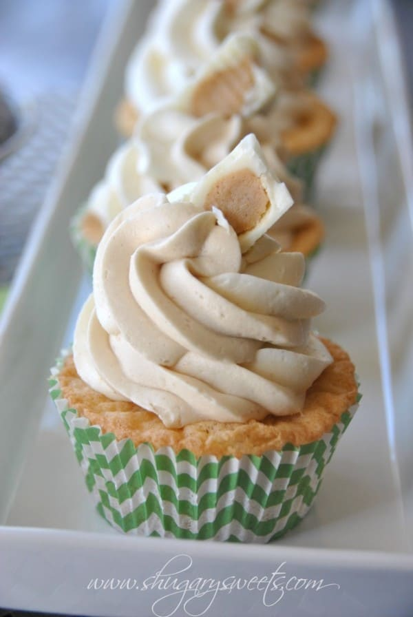white-chocolate-cupcake-with-peanut-butter-frosting-3