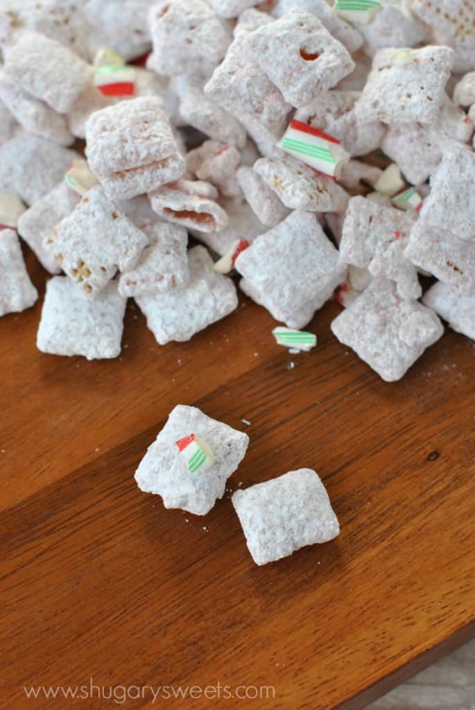 Peppermint Puppy Chow: Easy no bake muddy buddies recipe! Perfect for holidays!