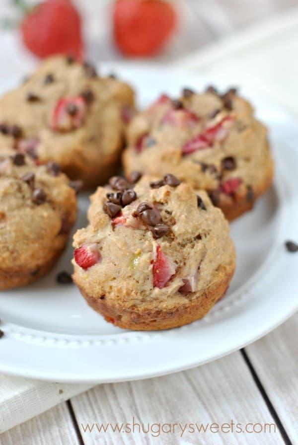 skinny-strawberry-chocolate-chip-muffins-4