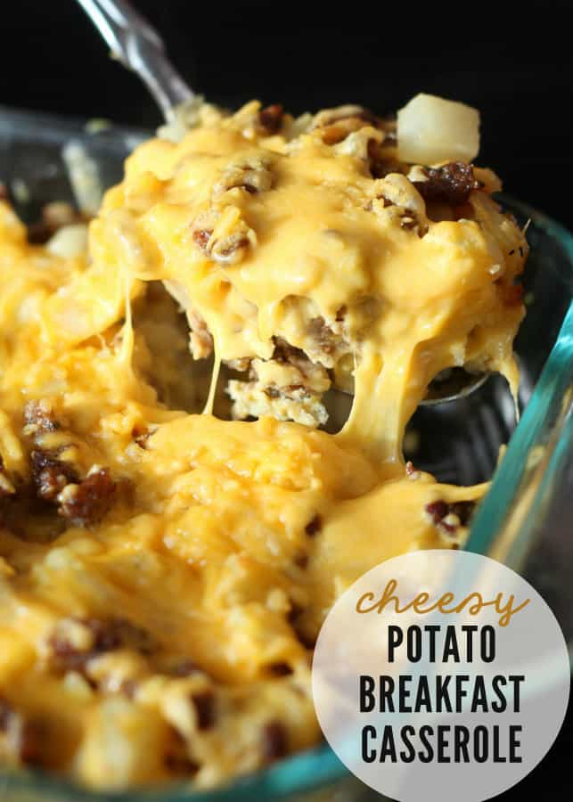 Delicious-easy-and-quick-Cheesy-Potato-Breakfast-Casserole-lilluna.com-