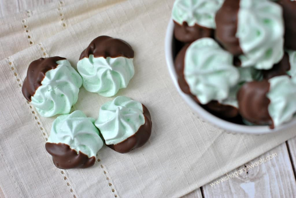 Chocolate Mint Meringues: a no fail recipe for making beautiful, delicious meringue cookies!