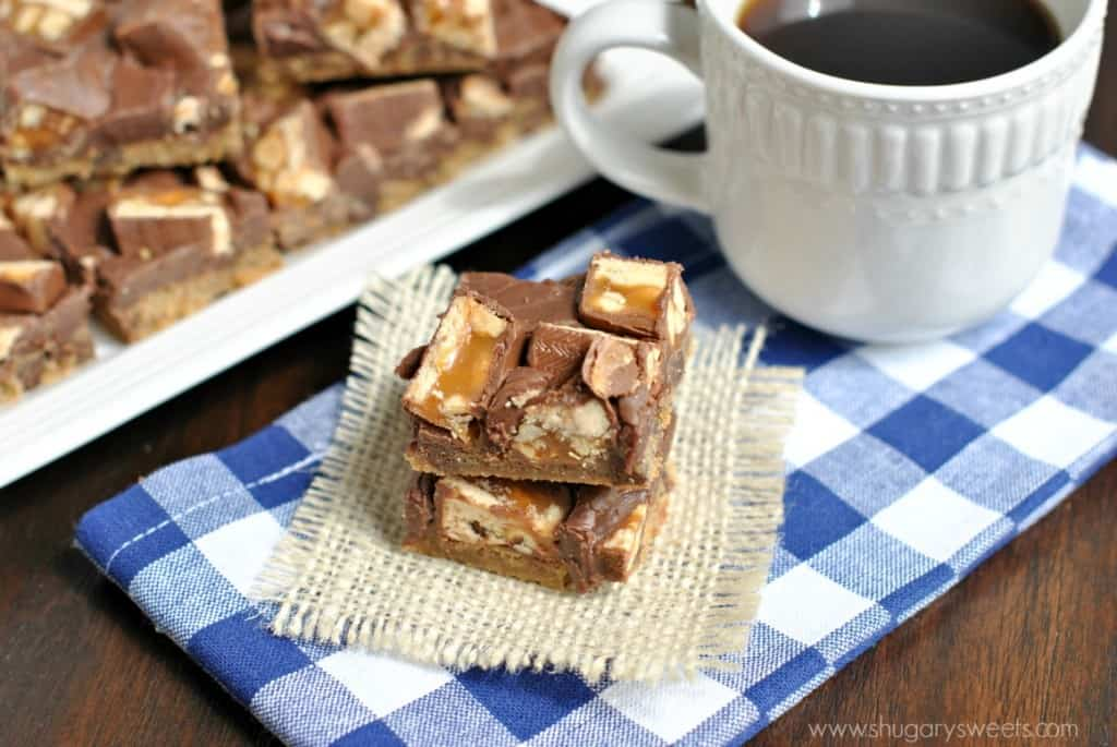 Easy, 4 ingredient Chocolate Chip Snicker's Cookie Bars!