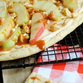 Caramel Apple Sugar Cookie Pizza: tranform pizza night with this delicious dessert!