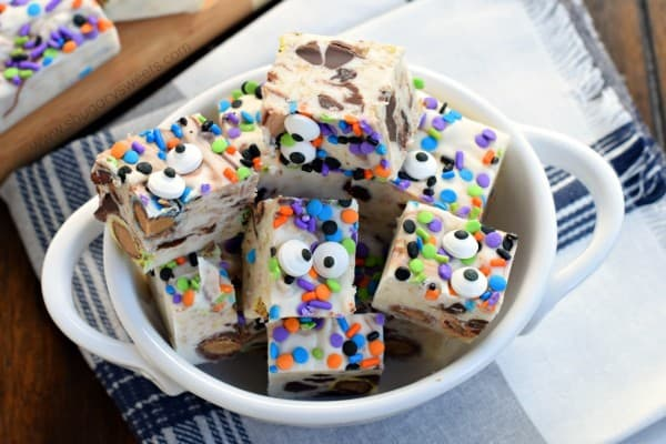 Try making this fun, delicious Monster Cookie Dough Fudge for the holidays this year! All the best flavors of your favorite loaded cookie!