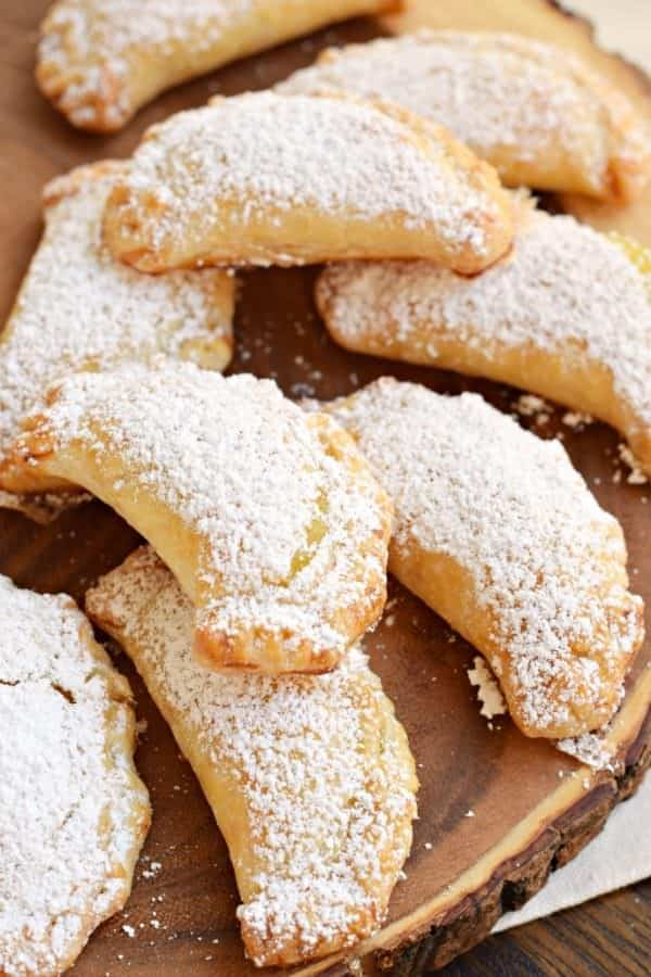 Lemon Hand Pies: flaky hand pies with a sweet lemon filling! Don't forget the dusting of powdered sugar on top!