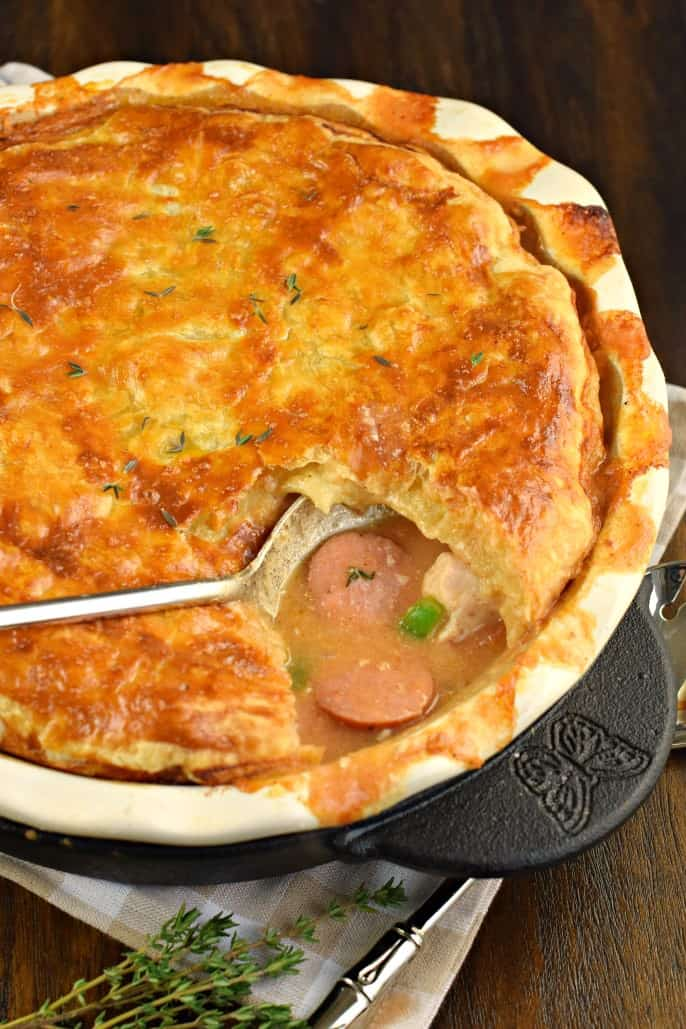 Spoonful of jambalaya pot pie in a pie plate.