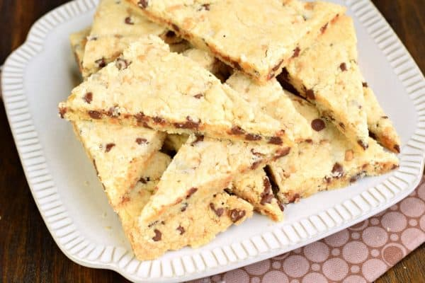 Chocolate Chip Toffee Shortbread Cookies #shortbread #cookies