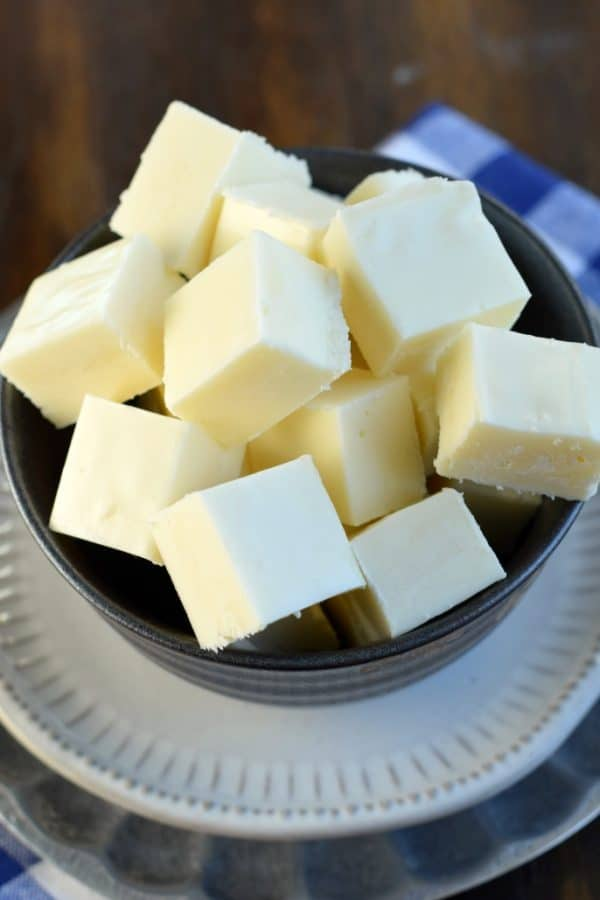 Do you know How to Make Vanilla Fudge? It's easier than you think and is so simple to customize with your favorite candies, nuts and other delicious mix-ins! #vanillafudge #fudge #whitechocolate