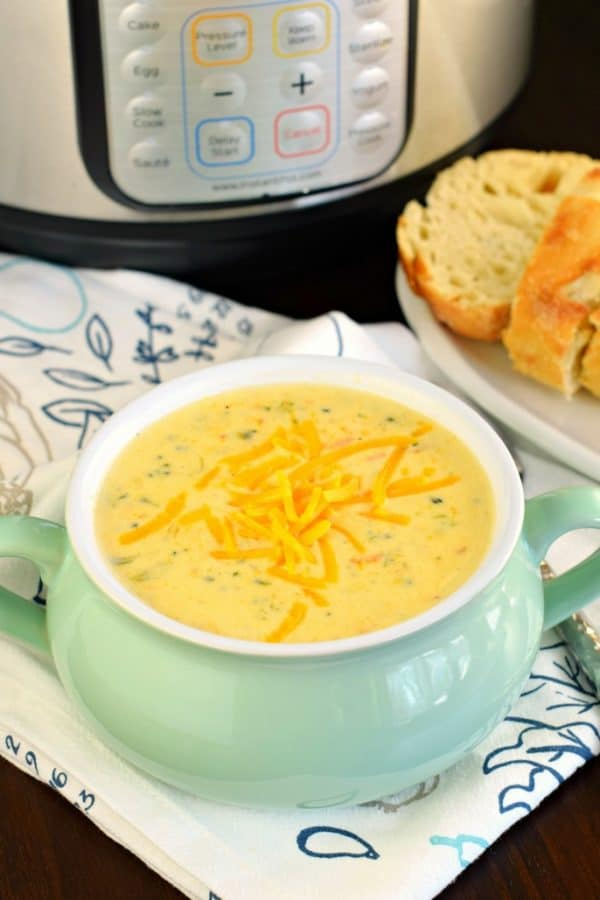 Copycat Panera Broccoli Cheddar Soup made in the instant pot #20minutes #pressurecooker #broccolicheese #soup