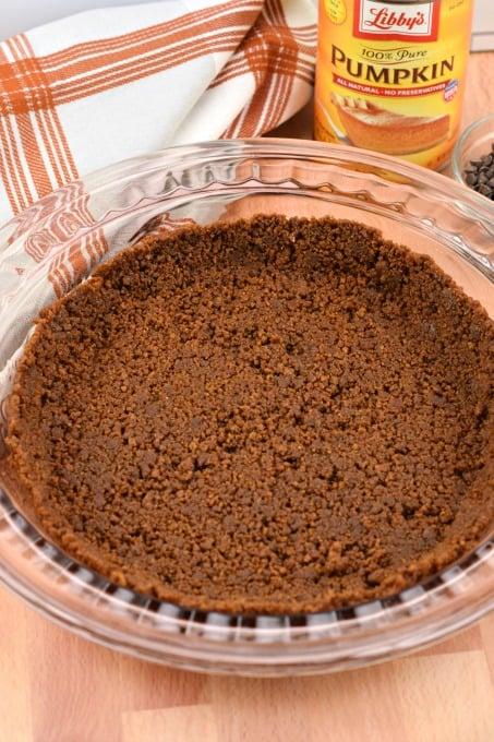 Gingersnap Pie Crust in pie plate