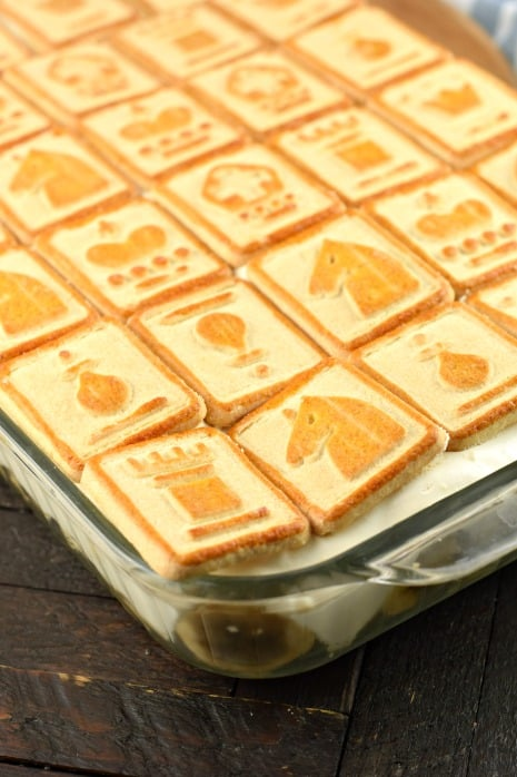 Baking dish with banana pudding and chessmen cookies