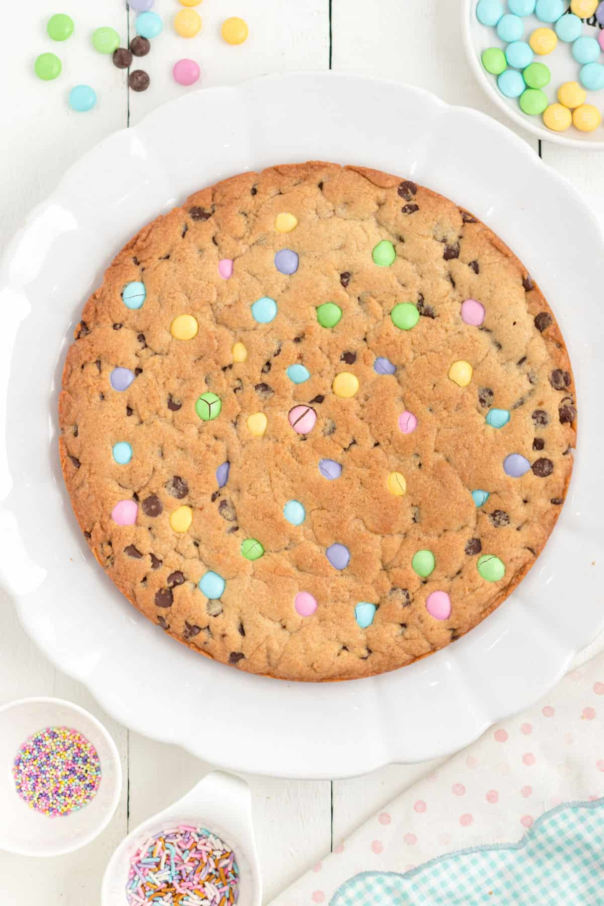 Easter cookie cake without frosting.