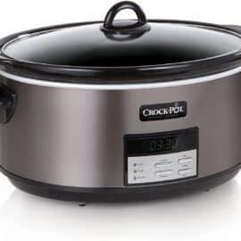 Crockpot in stainless steel with lid.